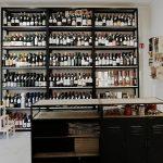 mobili e bancone negozio vendita vino